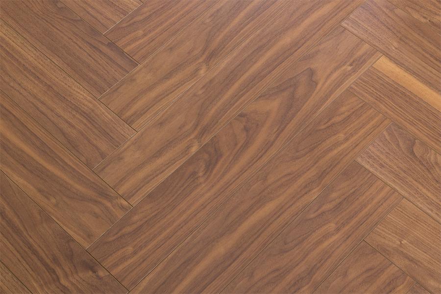 D8230HR Brown Parquet – 12mm – AC3