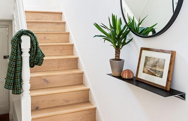 Đa số các gia đình hiện đại đều có xu hướng lựa sàn gỗ ốp cầu thang