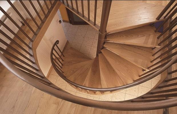 Cầu thang kiểu hình xoắn ốc với hơi hướng cổ điển mang đến vẻ đẹp sang trọng và đẳng cấp